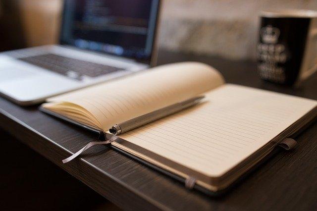 Comment nettoyer un plan de travail stratifié blanc ?