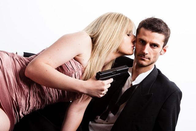 Comment porter une cravate pour une femme ?